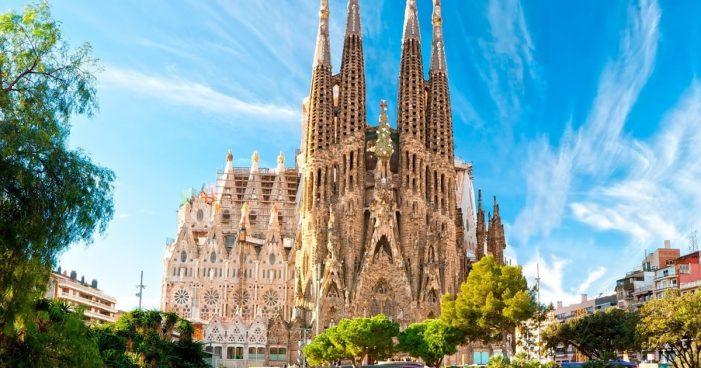 安东尼•高迪设计的La Sagrada Família Basilica(圣家堂)