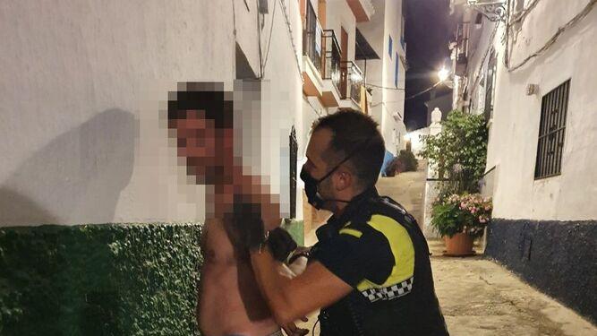 不戴口罩进百元店遭华人店主拒绝 放火烧店被警方逮捕