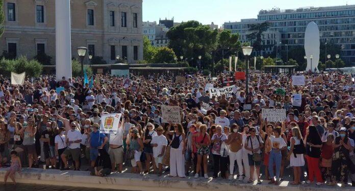 马德里几千人集会反对戴口罩 政府表示将严厉处罚