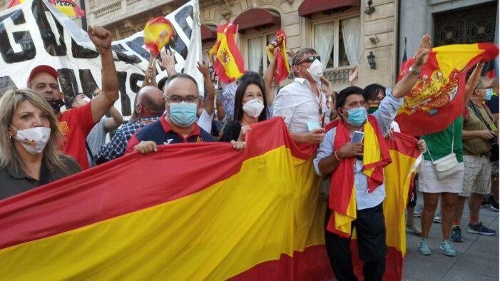 抨击当局操纵新冠死亡数据 马德里万人示威要求首相下台